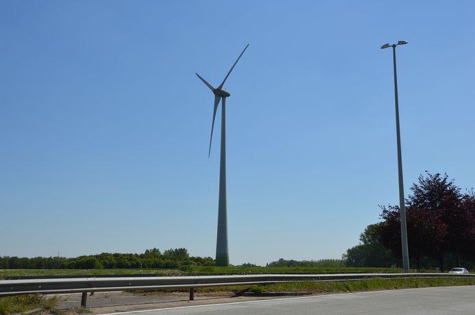 Eén van de windturbines langs de N45, op de grens van Haaltert en Denderleeuw.