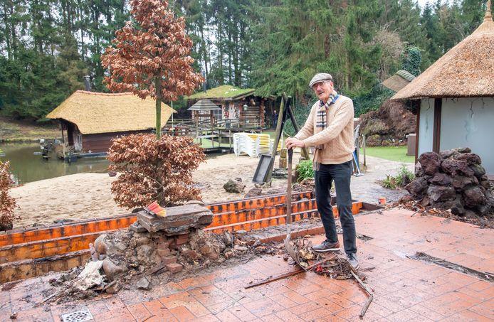 Hans Lebbink heeft het nu toch voor elkaar dat bij zijn doorstart het saunacomplex wordt verrijkt met een opgietsauna.