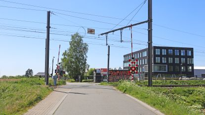 Spooroverweg in Kruiskouter gaat maand dicht