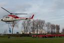 De werknemers van Artes Zeebrugge groeten de MUG-helikopter.