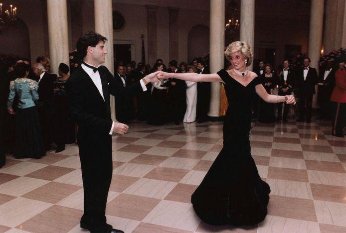 John Travolta et la princesse Diana ont partagé une danse lors d'un dîner officiel en 1985 à la Maison Blanche.