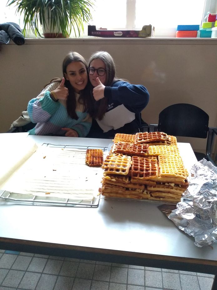 Eén van de acties: wafels verkopen aan hongerige tieners!