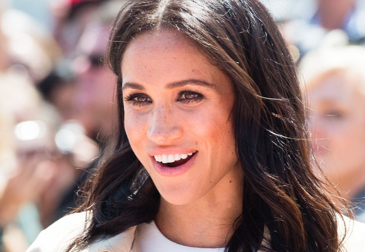 UK 28 Days Out (until 13/11/2018) 16.10.2018; Sydney; Australia: MEGHAN MARKLE & PRINCE HARRY met members of the public when they carried out a walkabout outside Sydney's iconic Opera House.  The Duchess of Sussex who has just announced her pregnancy wore a dress by Australian designer Karen Gee, for the first day of their tour that takes in Australia, Fiji, Tonga and new Zealand. Mandatory Credit Photo: ?ancis Dias/NEWSPIX INTERNATIONAL  IMMEDIATE CONFIRMATION OF USAGE REQUIRED: Newspix International, 31 Chinnery Hill, Bishop's Stortford, ENGLAND CM23 3PS Tel:+441279 324672  ; Fax: +441279656877 Mobile:  07775681153 e-mail: info@newspixinternational.co.uk Usage Implies Acceptance of OUr Terms & Conditions Please refer to usage terms. All Fees Payable To Newspix International Beeld BrunoPress/Newspix