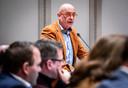Anton Huijzer voert het woord tijdens de gemeenteraadsvergadering in het raadhuis.