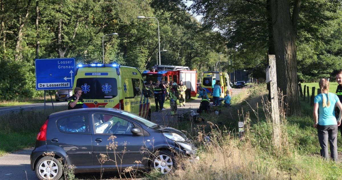 Twee gewonden bij botsing op Oldenzaalsestraat bij Losser.