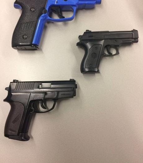 Politie waarschuwt voor nepwapens kermis Hengelo