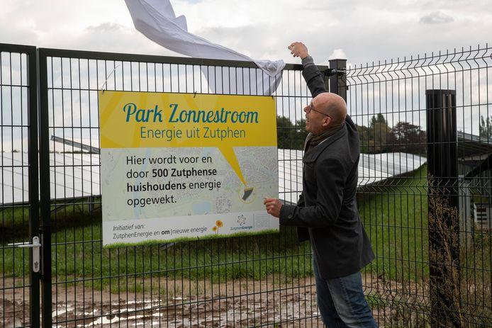 Opening van het Zonnepark Zonnestroom op de Revelhorst. Wethouder Harry Matser.