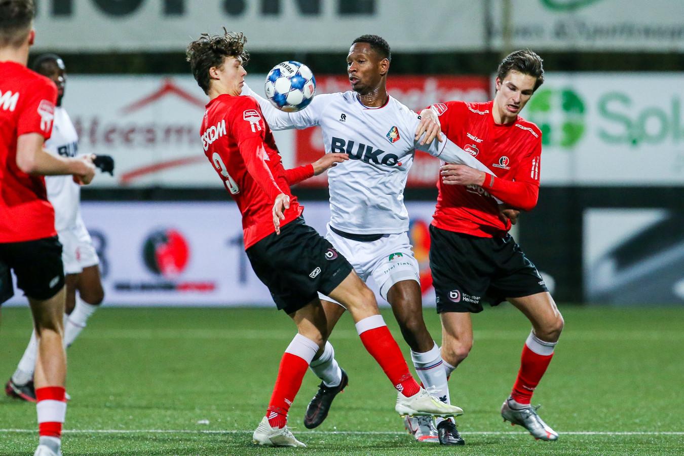 Alec Van Hoorenbeeck (rechts) is een van de vier KV Mechelen-huurlingen dit seizoen bij Helmond Sport.