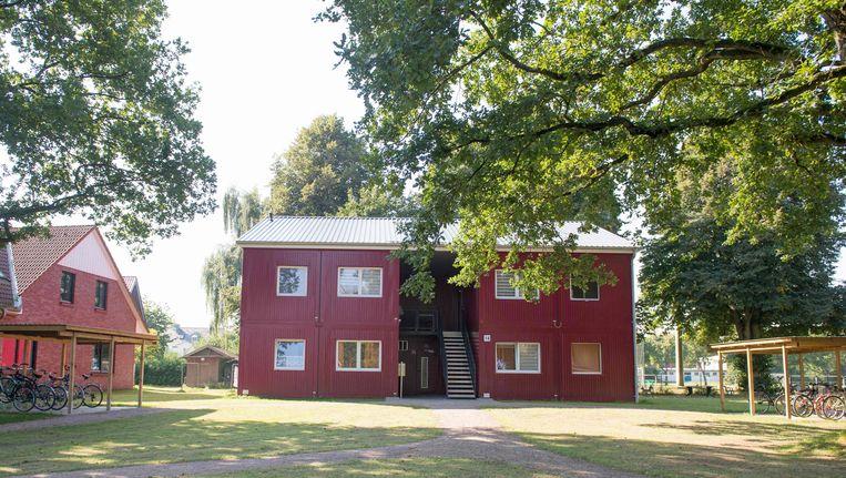 In dit opvangtehuis voor vluchtelingen in Grosshansdorf voerde de politie een inval uit. Beeld AFP