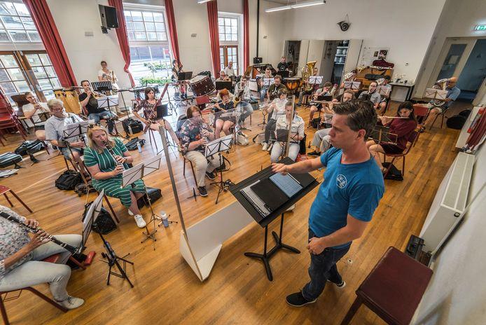 Muziekvereniging Caecilia viert haar 100 jarig bestaan - eerste gezamenlijke repetitie