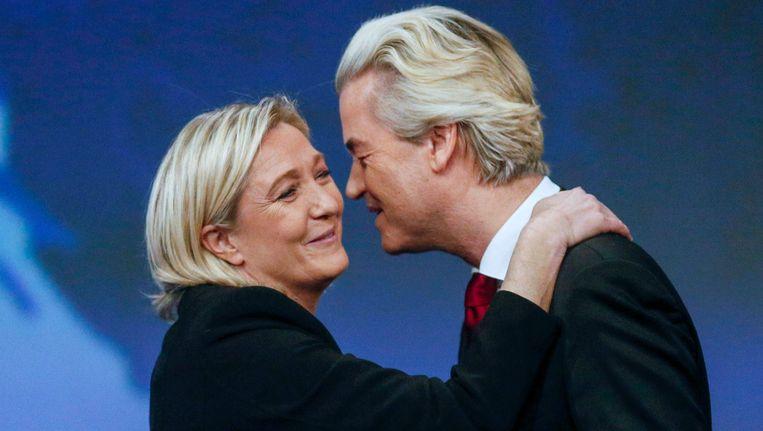 Marine Le Pen en Geert Wilders bij een congres van het Front National in Frankrijk. Beeld null
