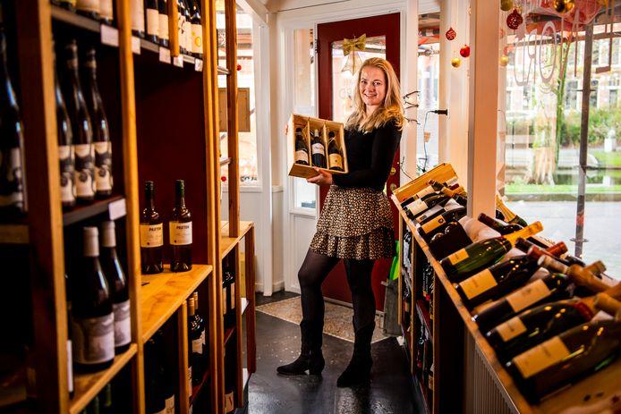 Kirsten van Harten in haar wijnwinkel Le Nord. De bistro is dicht, maar de winkel draait overuren.