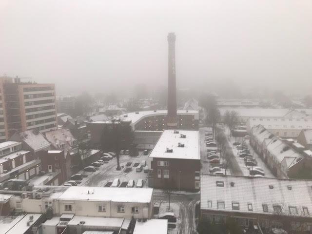 Sneeuwlaagje gaat snel verdwijnen bij de Hoogvenne in Tilburg.