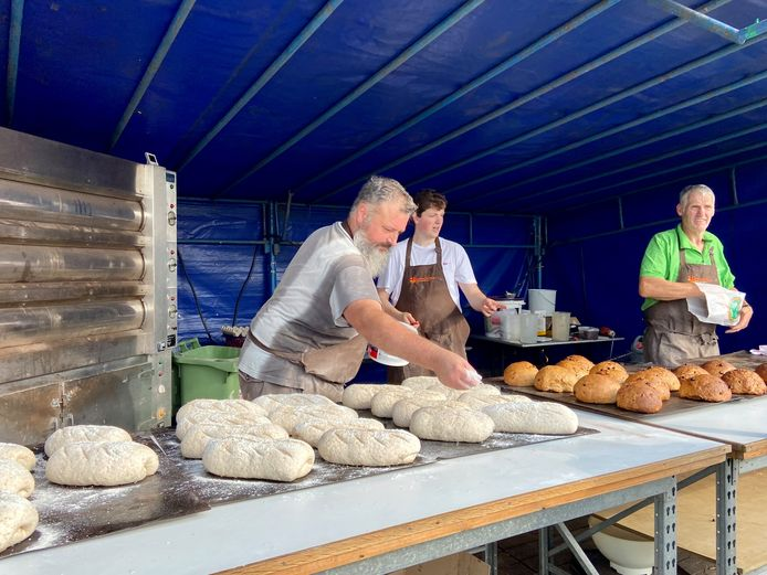 Broodbakken was een van de oude ambachten op de Dag van de Landbouw in Zoersel