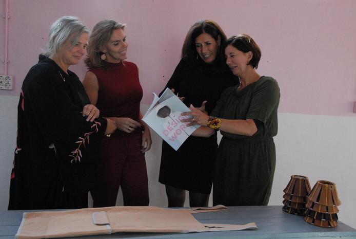 V.l.n.r. Petra Janssen(Social label), Inge Bouwknegt en Jacqueline Spoeltman(beiden Rabobank Den Bosch) en Simone Kramer(Social label)