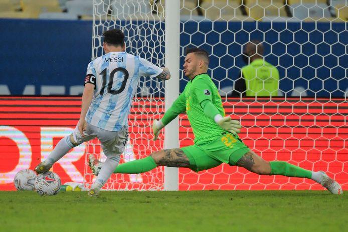 Messi mist de kans op 2-0.