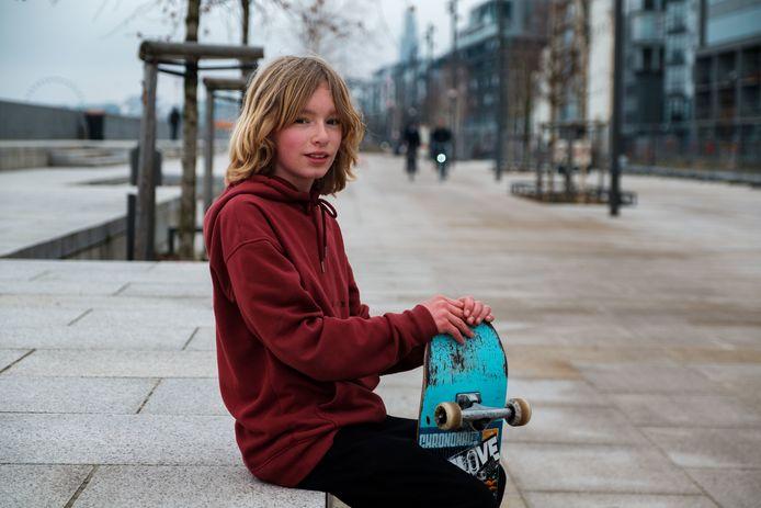 Skateboarder Frank (11) vindt het jammer dat hij binnenkort niet meer aan de Scheldekaaien kan skaten.