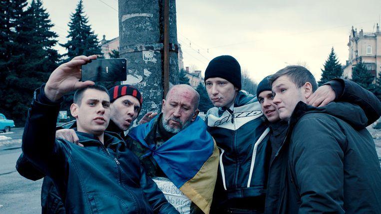 Beeld uit de film Donbass. Beeld
