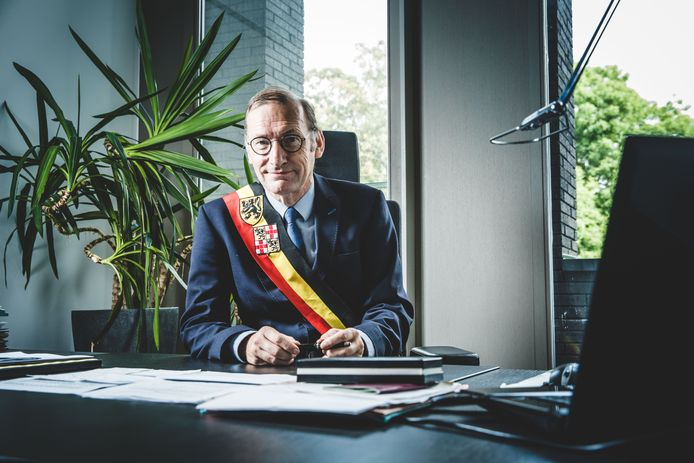 Burgemeester Philippe De Coninck van Assenede.