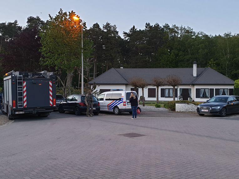 Het wapentuig van de 46-jarige schietinstructeur, waaronder een raketwerper en een machinepistool, is teruggevonden in zijn auto in de bossen vlak bij de Nederlandse grens. Beeld BELGA