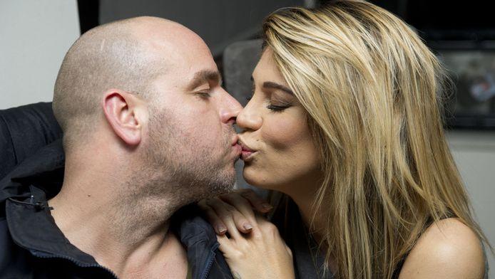 Oud-voetballer Andy van der Meijde en zijn vriendin ex-playmate Melisa Schaufeli. Het koppel is in februari te zien in een reallifesoap bij SBS6.