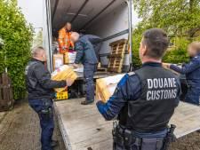 Inval levert veel tabak op in Huissense woning: 52 sloffen en 17 kilo waterpijptabak