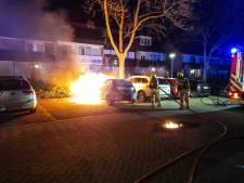 Auto gaat in vlammen op in Hendrik-Ido-Ambacht