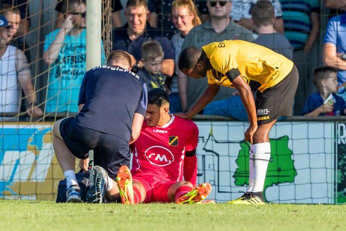 Arijanet Muric (in het rood) raakte vorige week dinsdag geblesseerd, maar over de ernst van de blessure kan de club niets zeggen.
