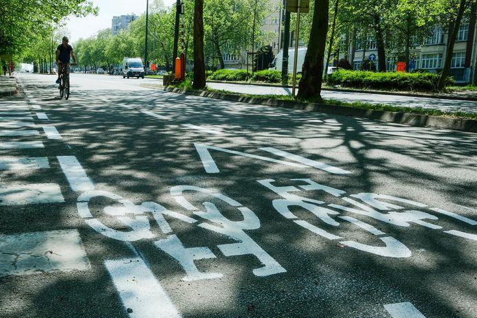 Op de Reyerslaan ligt al een gloednieuw fietspad.