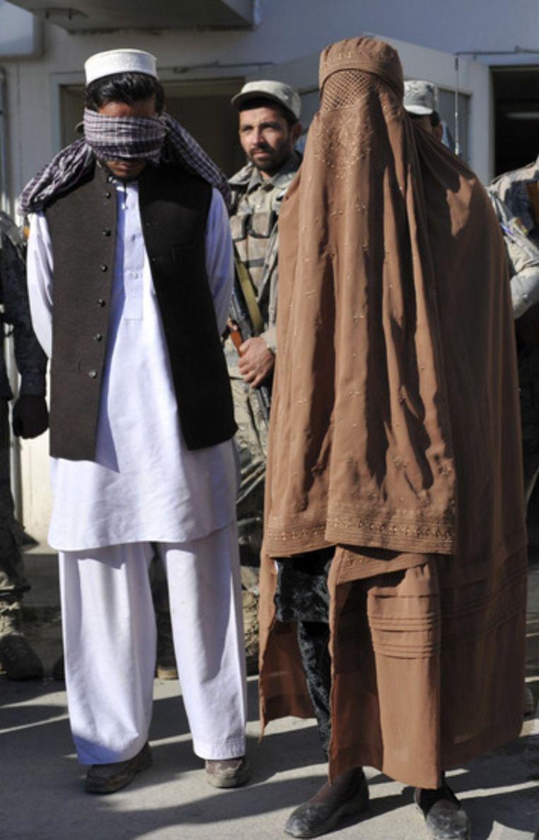 Eén van de aangehouden talibanstrijders was volledig gehuld in een boerka.