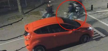 Politie deelt video van jongen die tegen autospiegel schopt: 'Meld je, mét je ouders'