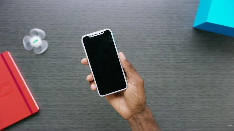 Een mock-up van hoe men denkt dat de nieuwste telg in de iPhone-familie er zal uitzien. Beeld Youtube/Marques Brownlee/MKBHD