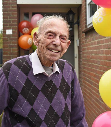 Jan de Hullu uit Hoofdplaat viert honderdste verjaardag