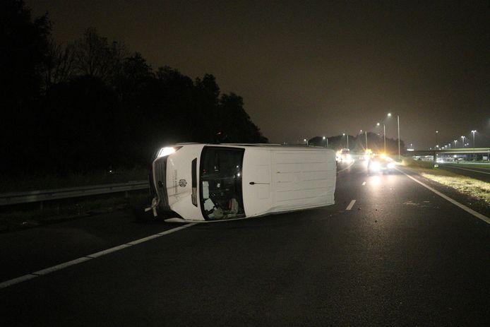 De bestuurder raakte op de verbindingsweg van de A2 naar de A12 bij Utrecht van de weg.
