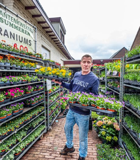 Plantenman Marco woest na dwangsom om karren die verkeerd staan: 'Hoe diep kan de gemeente zinken?'