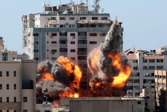 La frappe israélienne qui a détruit la tour abritant les bureaux de l'agence AP et ceux d'Al-Jazeera à Gaza