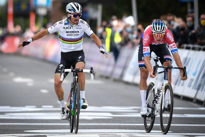 Wereldkampioen Julian Alaphilippe won vorig jaar voor Mathieu van der Poel.