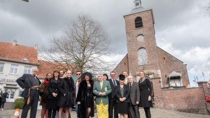 Kampioenen naar uitvaart in de kerk van Lede: regisseur Jan Verheyen met filmploeg hele dag in de weer