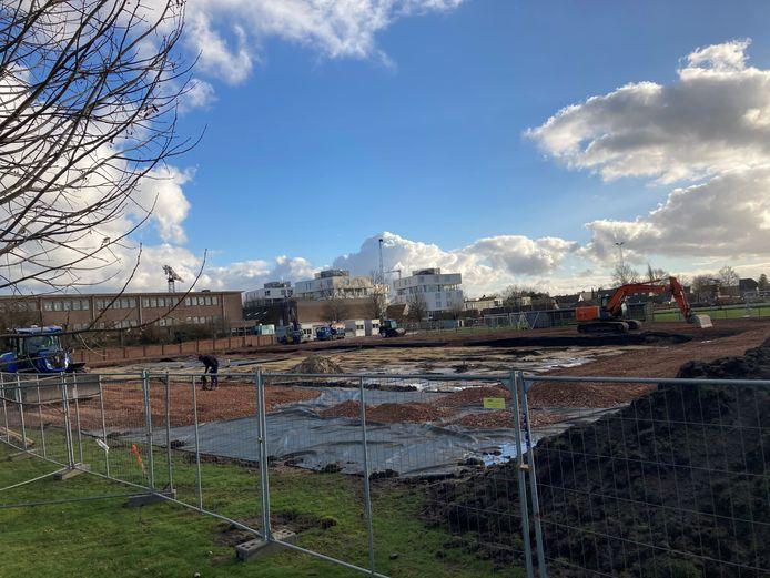 De bouwwerken aan de nieuwe gymhal zijn gestart.