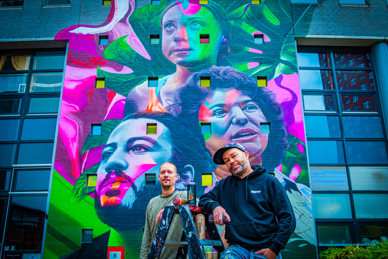 Karski & Beyond hebben een graffitikunstwerk met de gezichten van actisten Greta Thunberg, Berta Caceres en Vitály Safarov gemaakt.