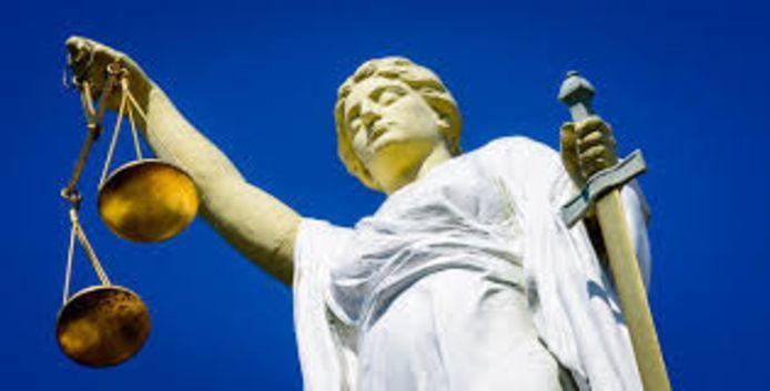 Het Openbaar Ministerie en de rechtbank zijn het erover eens dat de 28-jarige H.T. de tijd krijgt om een advocaat te zoeken.