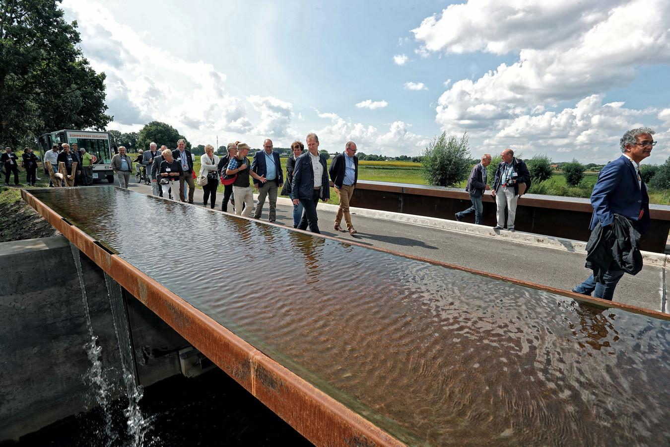 De brug over de Oude Turfvaartsestraat bij Nispen. Foto Chris van Klinken / Pix4Profs