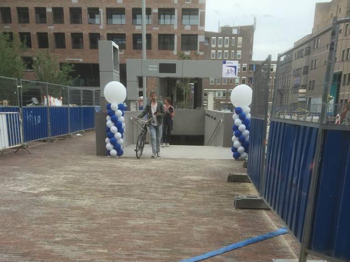 De fietsenstalling aan de centrumkant van het station in Breda. Foto Joost Klaverdijk