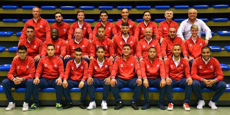 De spelerskern en staff van FT Antwerpen, met onderaan rechts coach Karim Bachar. Beeld Facebook FT Antwerpen