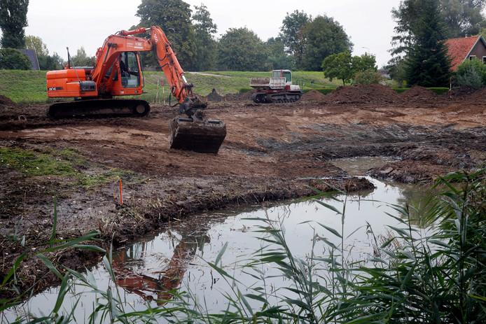 Er moet nog heel wat (grond) worden verzet voordat de contouren van het nieuwe park zichtbaar zijn.