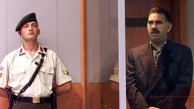 Archieffoto van Abdullah Ocalan (R) tijdens zijn rechtzaak in 1999. Beeld ap