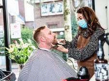 Eíndelijk naar de kapper, maar... 'Er staan 700 wachtenden voor u'