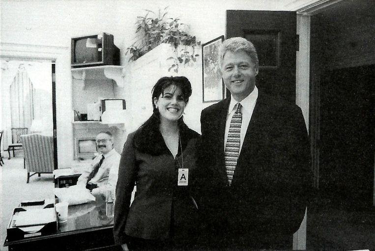 Een foto uit 1995 met president Clinton en stagiaire Monica Lewinsky. Beeld ap