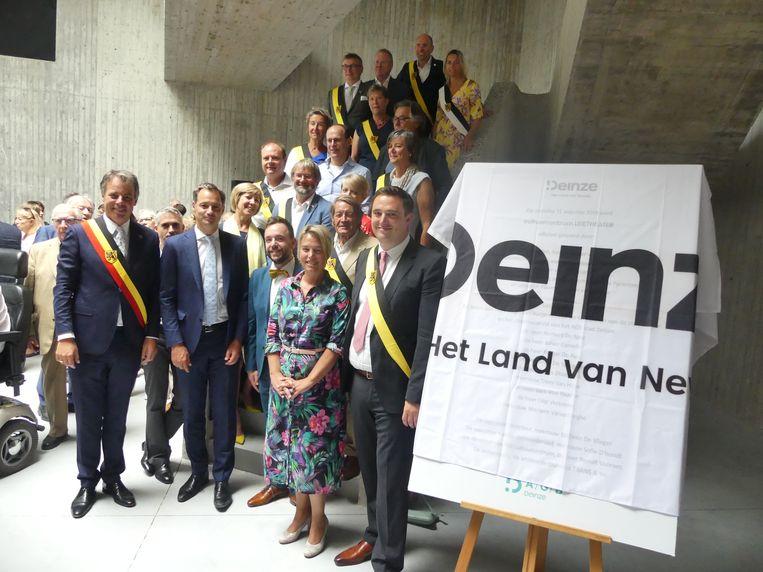 Het Leietheater werd zaterdagnamiddag officieel geopend in aanwezigheid van vicepremier Alexander De Croo en ondervoorzitter van het Vlaams Parlement Joke Schauvliege.