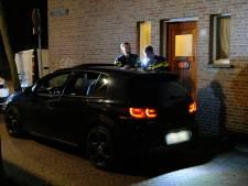 Politie haalt met getrokken pistolen vier personen uit auto in Spoorwijk